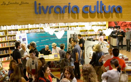 Dia 20 - manhã de autógrafos na Livraria Cultura, Conjunto Nacional Paulista SP.