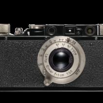 1932 - Com o telêmetro integrado, que é acoplado com as lentes intercambiáveis, Oskar Barnack é capaz de dar um salto decisivo no desenvolvimento da Leica, agora com uma linha de montagem. Este sistema - montar uma linha e telêmetro embutido - é manter-se um componente integral de todas as câmeras Leica até 1957 Na época, o sistema Leica inclui sete lentes intercambiáveis desenvolvidos por Max Berek.