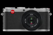 2009 - O X1 é a primeira câmera digital compacta da Leica - made in Germany Com o formato APS-C, o sensor de imagem CMOS no Leica X1 compacto é tão grande quanto os usados em muitos premium e maiores câmeras reflex de lente única. Apesar de sua alta resolução de 12.2 megapixels, cada pixel individual no sensor continua grande e capta muita luz. Isso garante baixo ruído de imagem, uma alta gama dinâmica e reprodução de cor precisa.