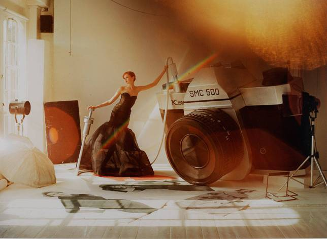 'Lily Cole and Giant Camera', Tim Walker, 2004. Museum no. E.1140-2008. © Tim Walker
