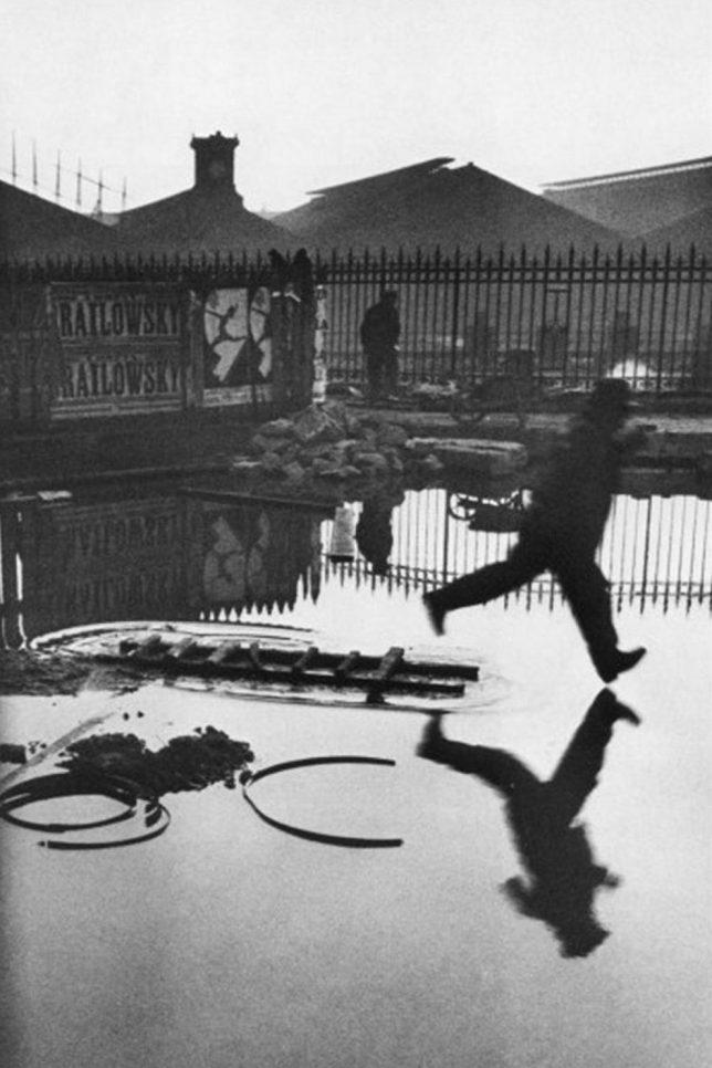 Henri Cartier-Bresson (1908-2004), Atrás da Gare St. Lazare, Paris , 1932.